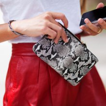 Clutch mit Ladeakku Original Snake Black/White Textured