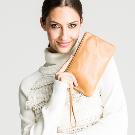 Mighty Purse Clutch mit Ladeakku Original Almond Brown
