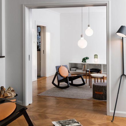 Design House Stockholm Stehleuchte Manana Lamp anthrazit